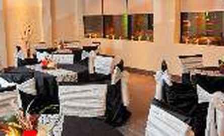 Holiday Inn Hotel & Suites Windsor (Ambassador Bridge)