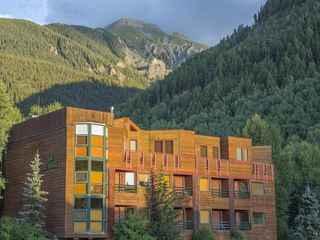 Ice House Suites & Condominiums