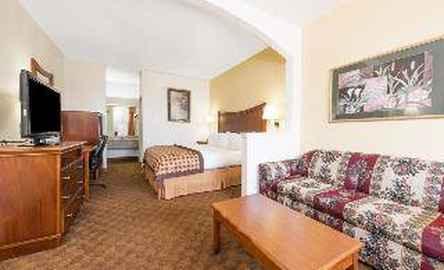 Baymont Inn & Suites Ft Worth South