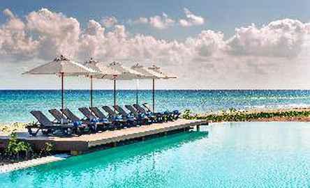 Ocean Riviera Paradise, El Beso