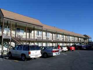 Dude & Roundup Motel