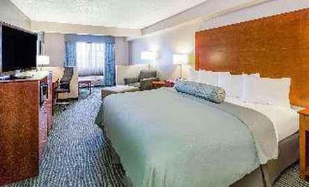 AmericInn Hotel & Suites Des Moines Airport