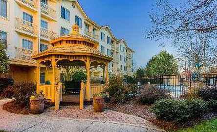 La Quinta Inn & Suites Raleigh Durham Intl AP