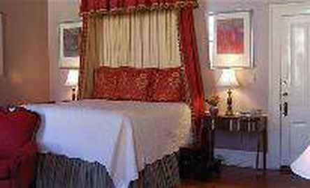 Rothschild-Pound House Inn