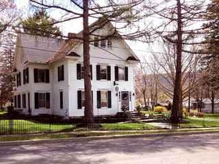 18 Vine Inn and Carriage House