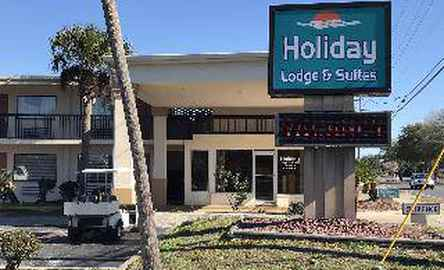 Holiday Lodge and Suites