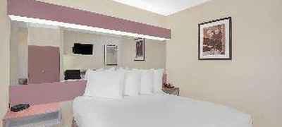 Microtel Inn & Suites by Wyndham Erie