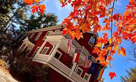 Applewood Manor Inn Bed & Breakfast