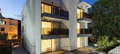 Residence by Vestibul Palace