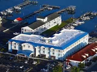 Marina Bay Hotel & Suites
